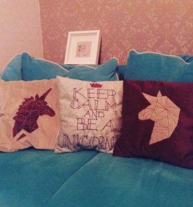Подушка с аппликацией и вышивкой
