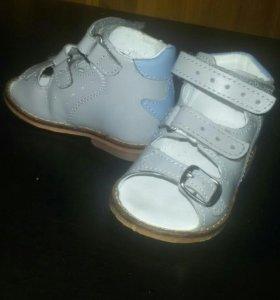 Продам ортопедические сандальки