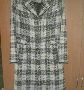 Пальто демисезонное размер 48. Новое.