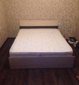 Кровать с двумя тумбочками