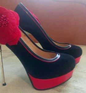 Продам туфельки считай новенькие