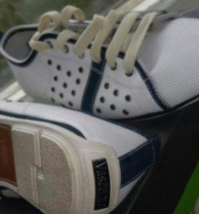 Туфли-кроссовки.