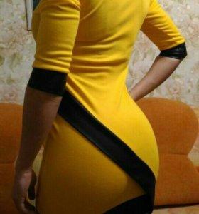 Платье с коженными вставками