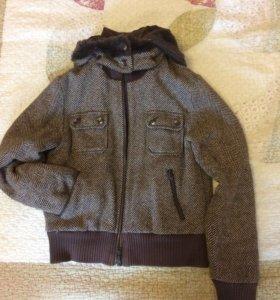 Куртка приталенная с капюшоном