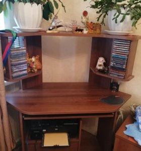 Компьютерный стол угловой, компактный