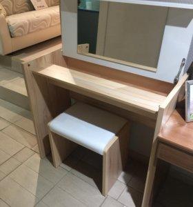 Туалетный столик+пуф