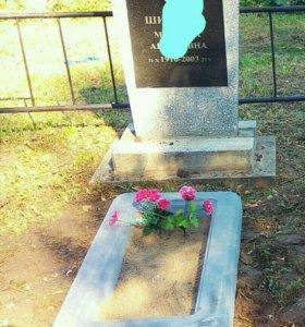 Цветочница (цветник),надгробие на кладбище, могилу