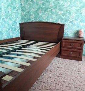 Кровать (без матраса) и тумбочка .