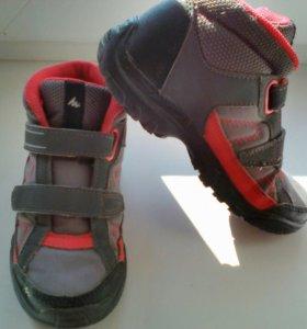 Ботинки на девочку(QUECHUA)