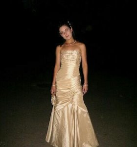 Свадебное или вечернее платье для выпускного.