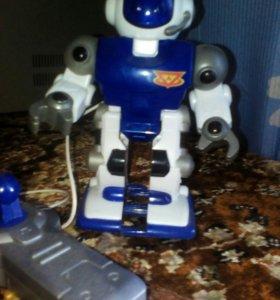 Робот с пультом управления