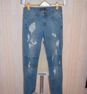 Голубые джинсы 27 34 с разрезами потёртостями