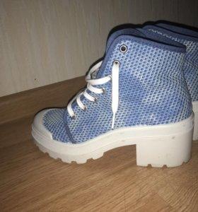 Ботинки , кеды на каблуках новые