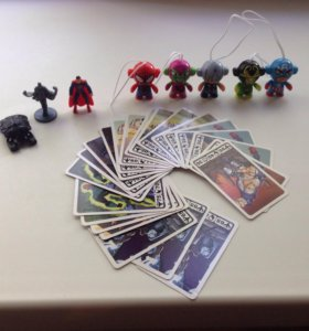 Фигурки и карточки DC и Marvel