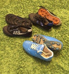Три пары спортивной обуви для секции. 31-34 р