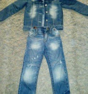 Джинсовая куртка и джинсы для девочки .