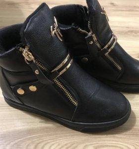 Новые. Зимние, женские ботинки