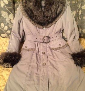 Зимнее пальто с меховым воротником из лисы
