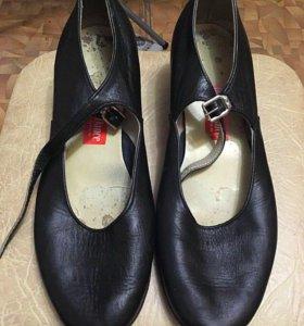 Танцевальные туфли для профессиональных занятий.