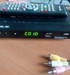 DVB-T2 приставка ORIEL 821