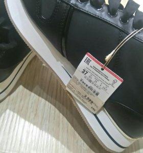 Новые кроссовки р.37
