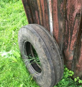 Продам 2 шины на передние колеса трактора Т-25