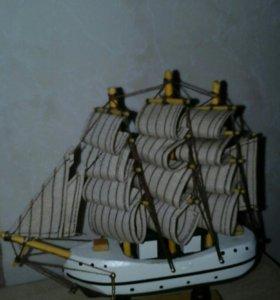 Корабль-парусник(прогулочный фрегат)