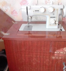 """Швейная машинка с ножным приводом """"Подольск-142"""""""