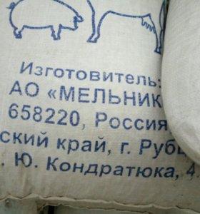 Овес, пшеница, комбикорма.