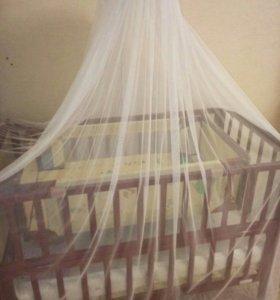 Кроватка детская качаюшей люлькой.