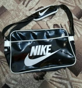 Лакированная сумка Nike