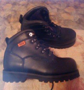 Ботинки зимние новые 38 размер