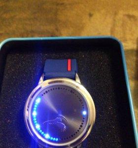 Часы сенсорные подарочные