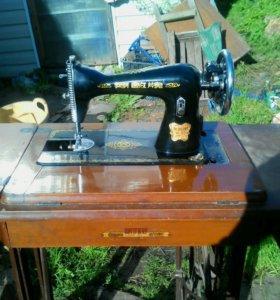 Швейная машинка ножная