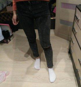 Серые джинсы скини с высокой талией