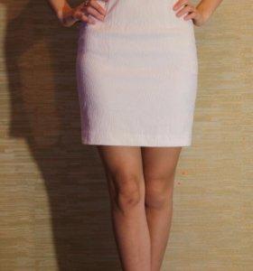 Приталенное платье hm