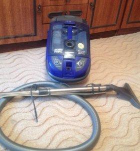 Пылесос моющий, с аквафильтром. Не ремонтировался.