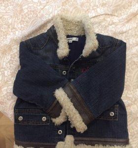 Стильная утеплённая джинсовая куртка для девочки