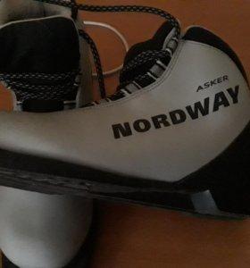 Лыжные ботинки,40размер.лыжи200см