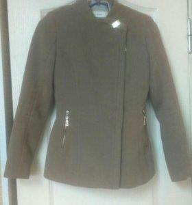 Продам приталенное пальто