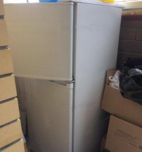рабочий холодильник б/у в очень хорошем состоянии