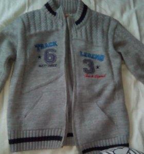 Кофта теплая вязанная на мальчика 8-9 лет