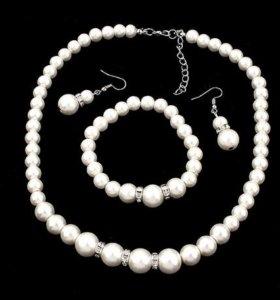 Набор (ожерелье, серьги и браслет)