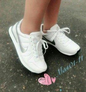 Новые кроссовки. Размеры 36. Маломерят