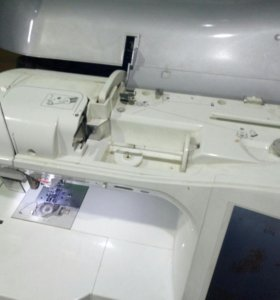 Швейная вышивательная машинка