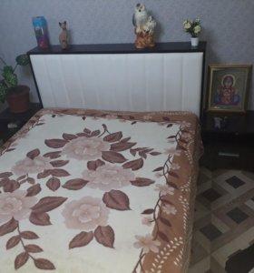 Двух спальная кровать,+2 тумбочки