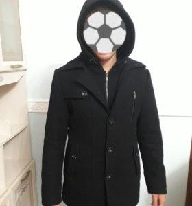 Мужское молодежное черное пальто