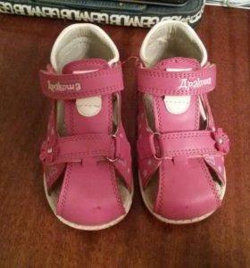 Сандали и туфли для девочки