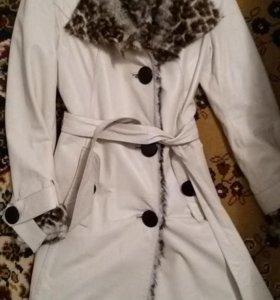 Демисезонное кожаное пальто с натуральным мехом