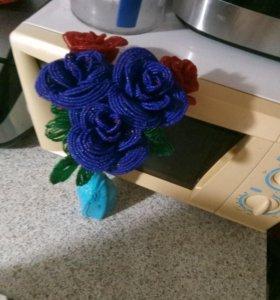 Розы из бисера ручной работы